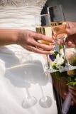 Glazen met huwelijkschampagne Stock Foto