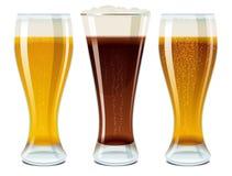 Glazen met licht en donker bier Royalty-vrije Stock Foto's