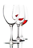 Glazen met rode die wijn op wit wordt geïsoleerd Royalty-vrije Stock Foto