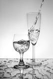 Glazen met waterplons Royalty-vrije Stock Foto's