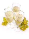 Glazen met witte wijn en witte druif Royalty-vrije Stock Afbeelding