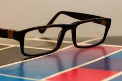 Glazen op een testdruk Stock Foto