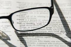 Glazen op woordenboek, detail Royalty-vrije Stock Afbeelding
