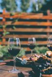 Glazen rode wijn Stock Afbeeldingen