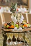 Glazen van bruidegom en bruid Stock Afbeeldingen