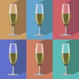 Glazen van champagnereeks op metaaltribune Royalty-vrije Stock Afbeeldingen