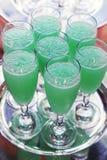 Glazen van creme DE menthe op een dienblad Royalty-vrije Stock Foto's