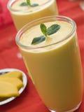 Glazen van Mango Lassi Royalty-vrije Stock Afbeeldingen