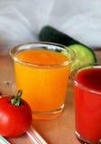 Glazen van verse smoothie met tomaat en sinaasappel Royalty-vrije Stock Fotografie