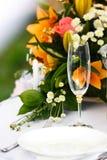 Glazen voor dranken en cocktails bij de lijst Stock Foto's