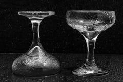 Glazen in waterdalingen Stock Fotografie