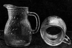 Glazen in waterdalingen Royalty-vrije Stock Fotografie