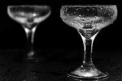 Glazen in waterdalingen Royalty-vrije Stock Afbeelding