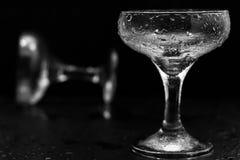 Glazen in waterdalingen Royalty-vrije Stock Foto's