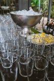 Glazen zonder dranken in bar van een bar royalty-vrije stock afbeeldingen