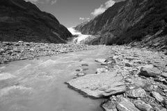 Glazial- Fluss in Neuseeland Lizenzfreie Stockbilder