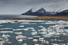 Glazial- See in Island stockfotos