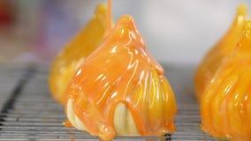 Glazurowania mousse tort z pomarańcze lustra glazerunkiem zbiory