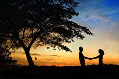 Glück und romantische Szene Stockfotografie