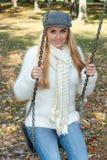 Glückfrau im Park Stockfoto