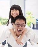 Glückliche asiatische Familie Lizenzfreies Stockfoto