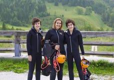 Glückliche Familie bereit zum Kanu Stockfotos