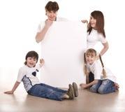 Glückliche Familie mit weißer Fahne. Stockfotos