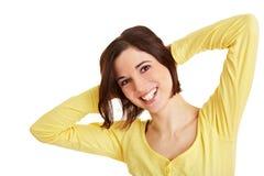 Glückliche Frau, die Rückenübungen tut Lizenzfreie Stockfotografie
