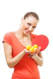 Glückliche Frau mit Klingeln pong Schlägerlächeln Stockfoto