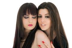 Glückliche Freundinnen - lokalisiert über einem weißen Hintergrund Lizenzfreie Stockfotografie