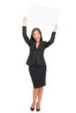 Glückliche Geschäftsfrau, die Zeichen zeigt Stockbild
