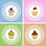 Glückliche Glückwunschkarten mit kleinen Kuchen Stockbilder