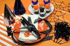Glückliche Halloween-Parteitabelle Stockbild