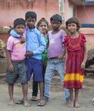 Glückliche indische Schulkinder Lizenzfreie Stockfotos