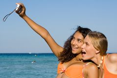 Glückliche lächelnde junge Frauen Lizenzfreies Stockfoto