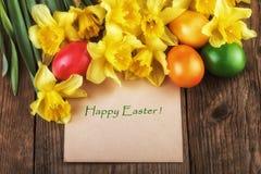 Glückliche Ostern-Karte - Gelb blüht Sonnenlichteffekt Stockfoto