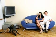 Glückliche Paare - entspannend Lizenzfreies Stockfoto