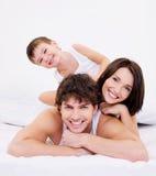 Glückliche und Spaßfamiliengesichter Stockfotografie