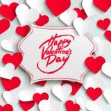 Glückliche Valentinstaggrußkarte, Bürstenstiftbeschriftung und Papierherzen Stockbild
