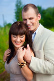 Glückliche verliebte Paarumfassung Stockbilder