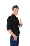 Glücklicher beiläufiger junger Mann, der sich Daumen zeigt Lizenzfreies Stockbild