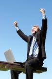 Glücklicher, erfolgreicher Geschäftsmann Stockfotografie