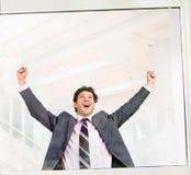 Glücklicher erfolgreicher Geschäftsmann Lizenzfreie Stockfotografie
