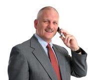 Glücklicher Geschäftsmann auf Handy Stockfotos