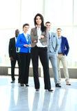 Glücklicher junger weiblicher führender Vertreter der Wirtschaft Stockfoto