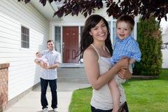 Glücklicher Mutterholding-Sohn Lizenzfreie Stockfotos