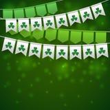 Glücklicher St- Patrick` s Tageshintergrund mit Girlanden Stockfotos