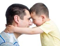 Glücklicher Vater und sein entzückender Sohn Lizenzfreies Stockbild
