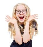 Glückliches blondes Mädchen in den schwarzen Gläsern Stockfotos