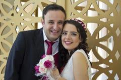 Glückliches gerade verheiratetes Paar Stockfotografie